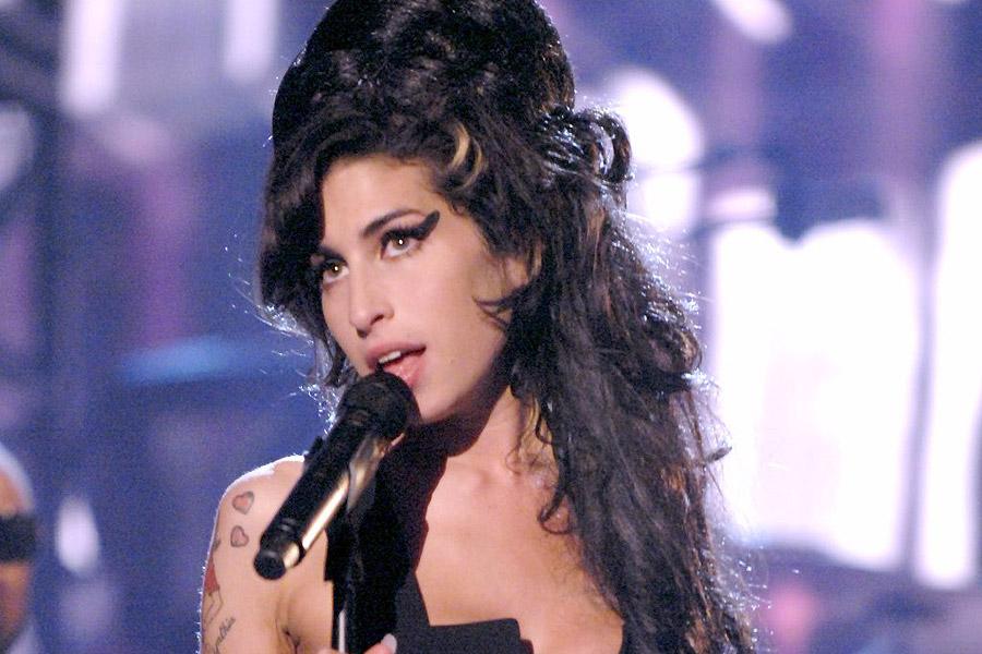 Con La Talentosa Doble De Amy Winehouse Este Sabado  De Octubre El De Juegos De Enjoy Pucon Cerrara Los Espectaculos Del Ano  En La Zona