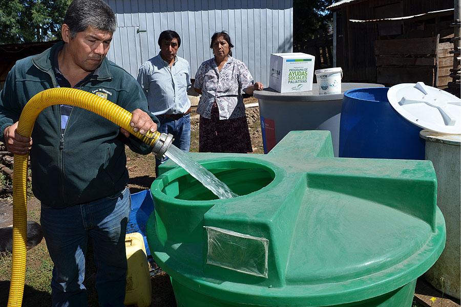 Municipio comenz a entregar estanques de agua potable en for Estanques para almacenar agua potable